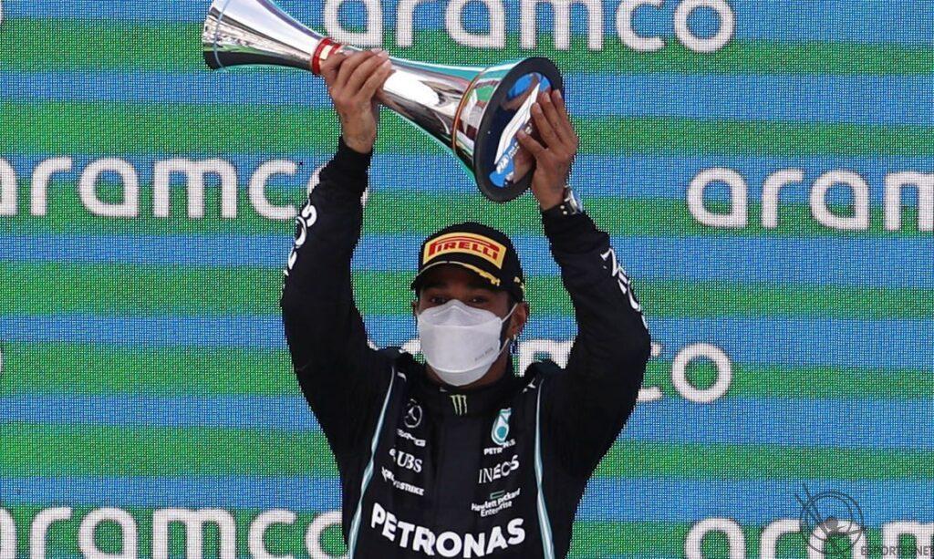Hamilton vence na Espanha